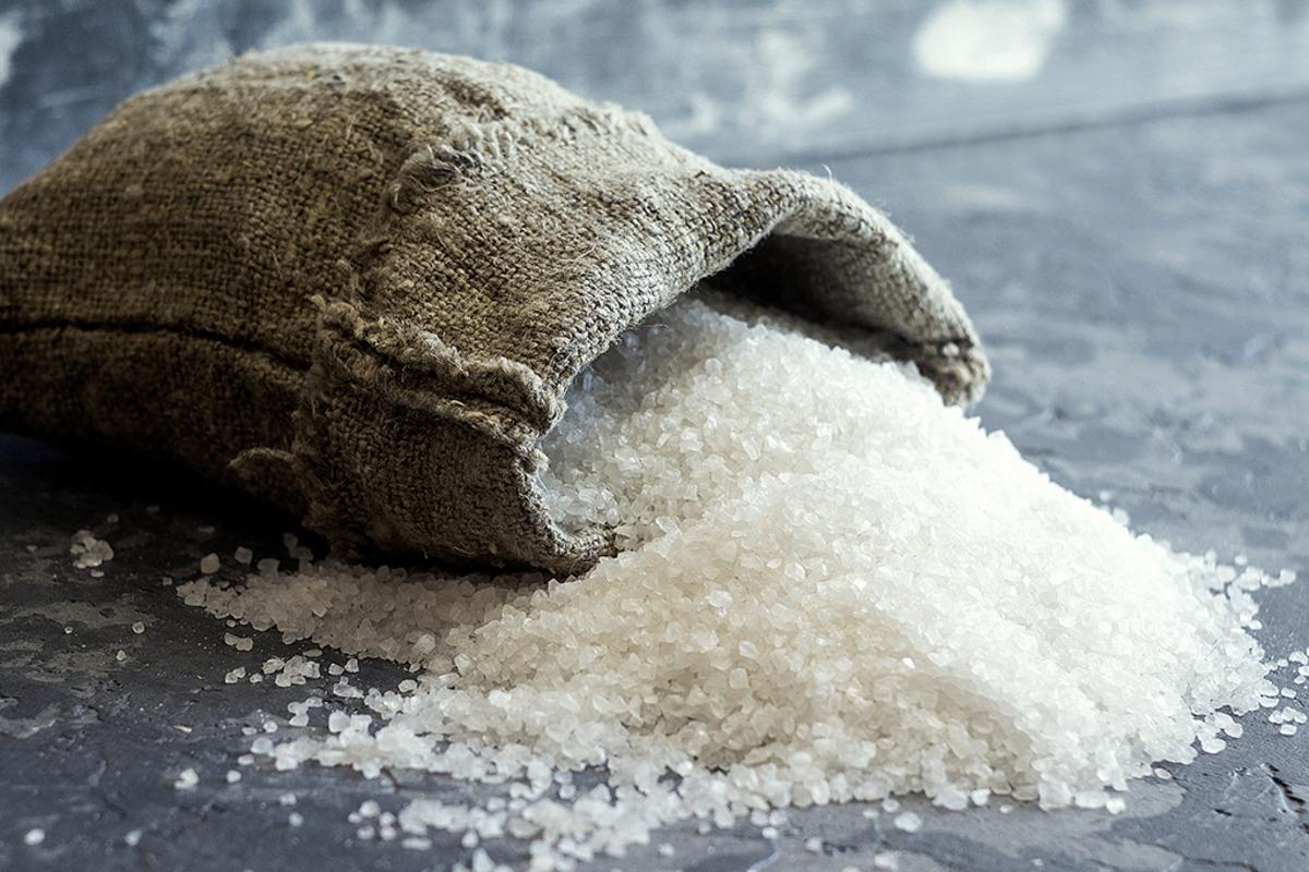 Há um novo sal grosso no mercado com menos sódio