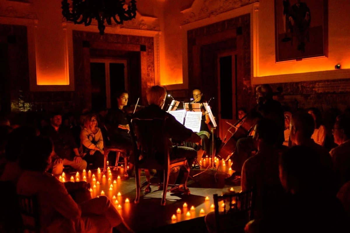 Desfrute de concertos de música clássica à luz das velas