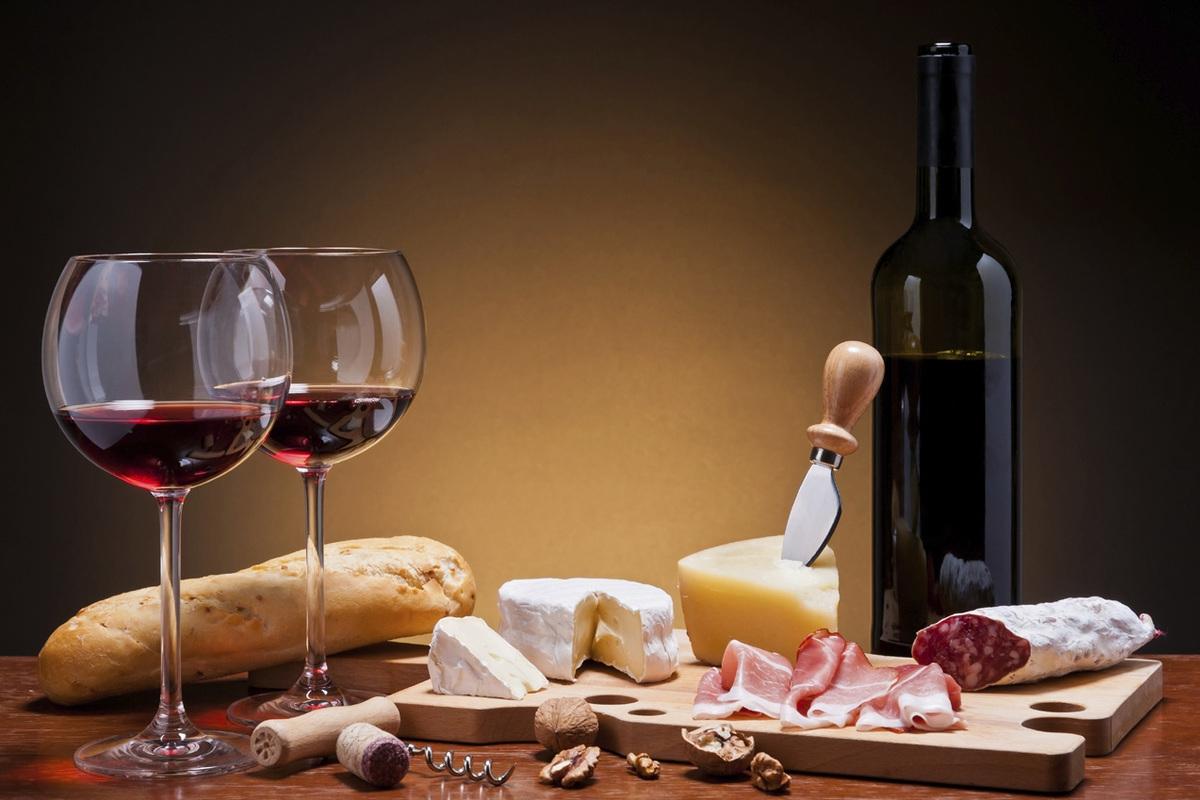 Simplesmente Vinho está de volta com vinho e petiscos