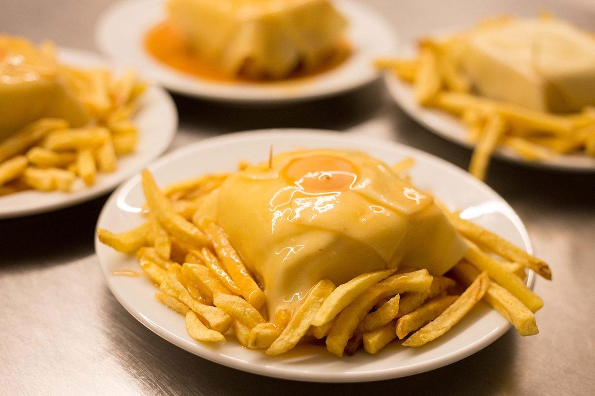 Francesinha do Café Santiago é das '50 melhores sanduíches do mundo'