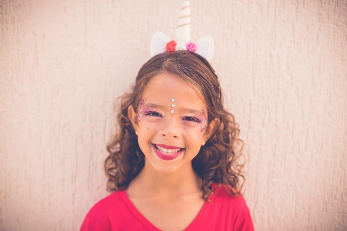 Deixe os mais pequenos fazerem a sua própria máscara de Carnaval