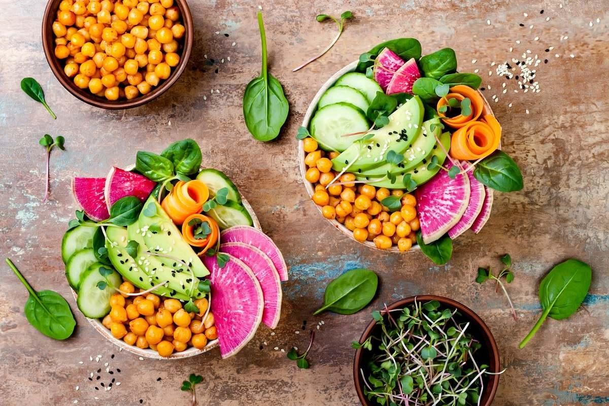 Comida, espumantes e muito mais no mercado vegan do Porto